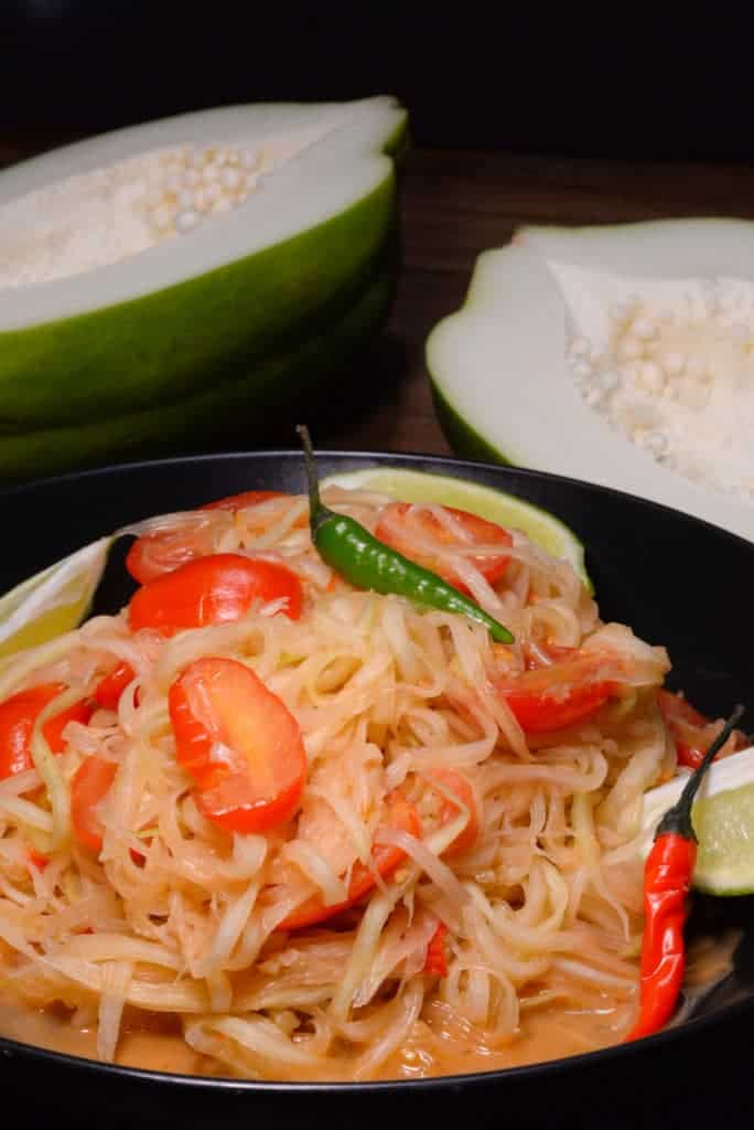 Laotian spicy green papaya salad