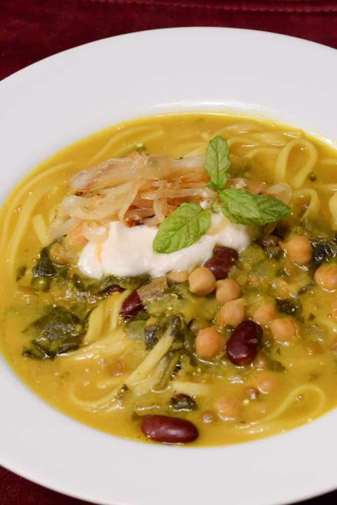 Iranian noodle soup