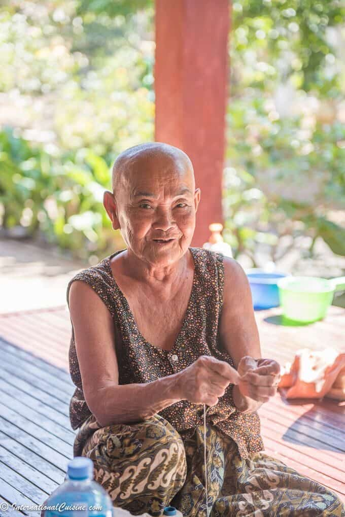 Old Woman on silk island
