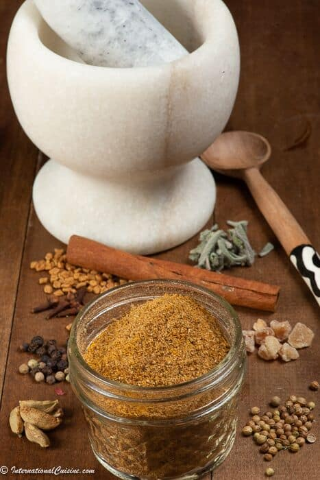 The ingredients that make up the spice blend Xawaash