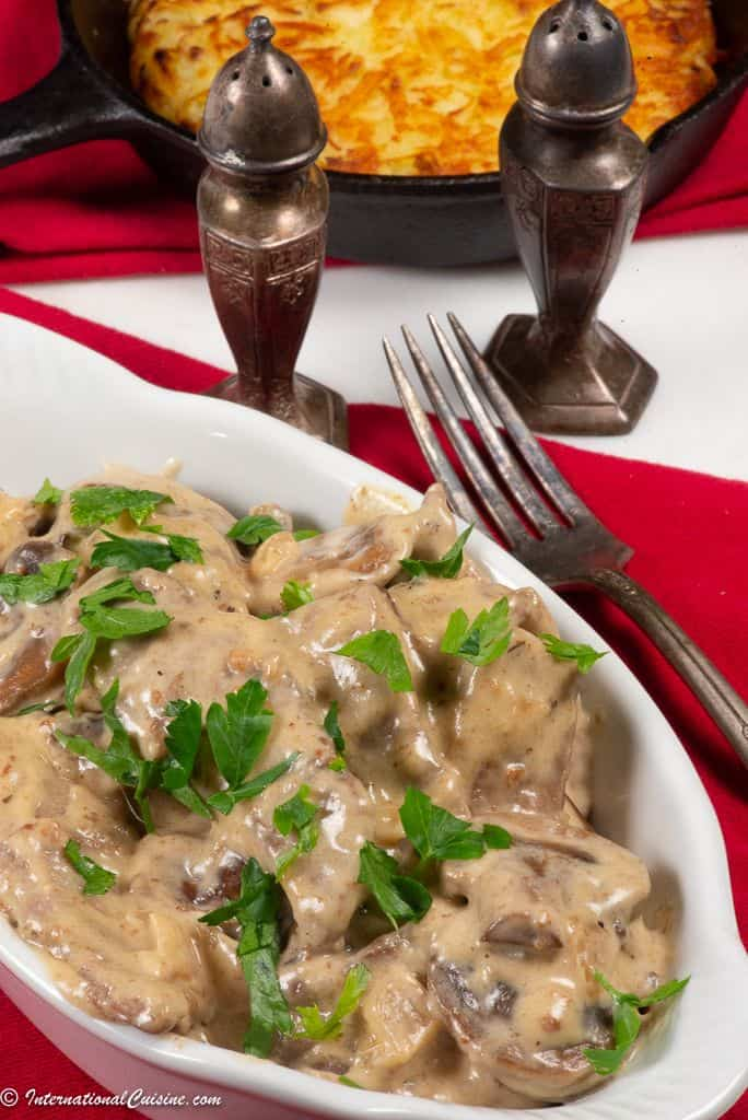 A dish of Zurich style veal in cream sauce